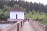 Auf der Staumauer - hier verlief die ehemalige innerdeutsche Grenze mitten über die Mauer!