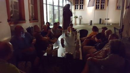 Beim Ausklang des Abends im Schlosshof